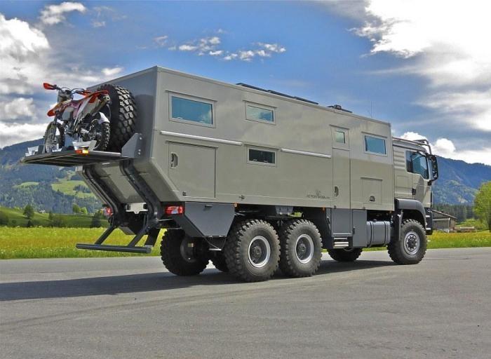 Дом на колесах за $765 000 на случай Апокалипсиса (18 фото)