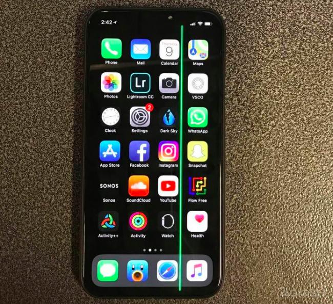 Дисплей iPhone X не радует пользователей (7 фото)