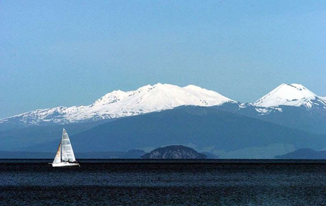 Самые красивые вулканические озера мира (20 фото)