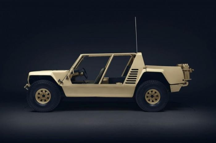 Lamborghini LM002 - кирпич с 12-ю цилиндрами (15 фото)