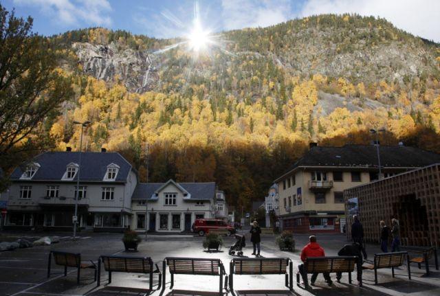 «Искусственное солнце» норвежского города Рьюкан (8 фото)