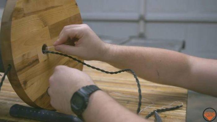 Плотник сделал лампу в виде ноги (24 фото)