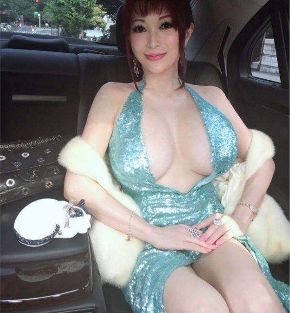 Японская певица Мика ищет возлюбленного или возлюбленную (12 фото)