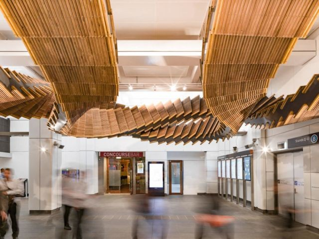 В метро Сиднея старый эскалатор превратили в арт-инсталляцию (5 фото)