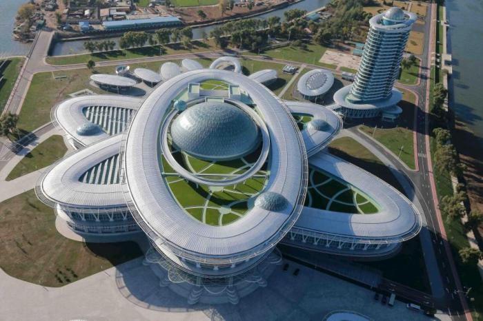 Невероятная архитектура Северной Кореи (10 фото)