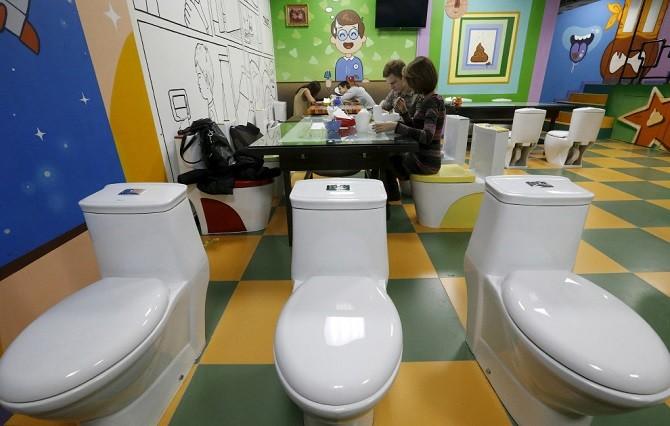 Кафе «Сумасшедший туалет» (9 фото)