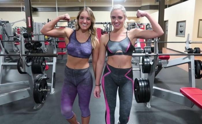 Девушки в нарисованной одежде посетили спортзал (11 фото)
