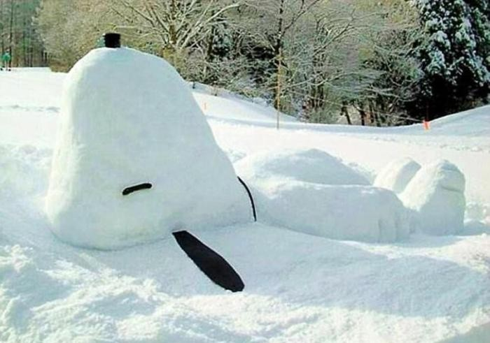 Когда к лепке снеговиков подходят с юмором и фантазией (12 фото)