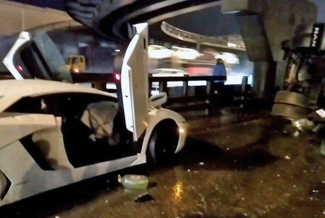 В Подмосковье девушка за рулем Lamborghini перевернула КамАЗ (3 фото)