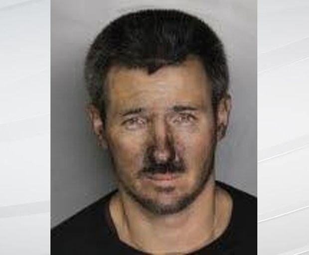 В США преступник, пытавшийся ограбить офис, застрял в дымоходе (2 фото)