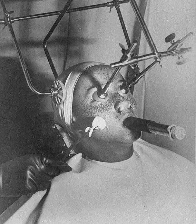 Как выглядели первые процедуры красоты (16 фото)