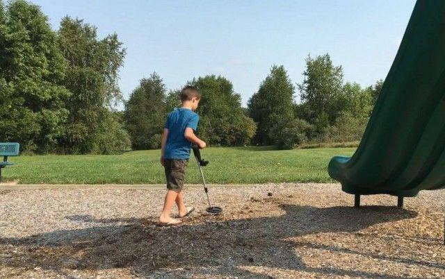 Дети нашли клад (8 фото)