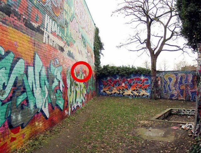 30-летний слой граффити на стене (3 фото)