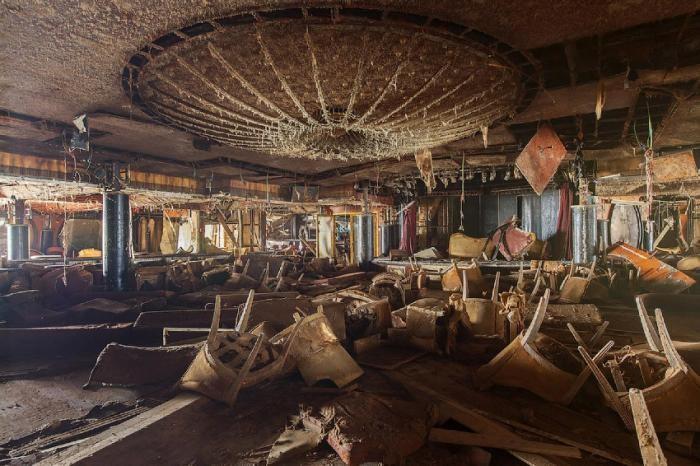 Лайнер Costa Concordia: взгляд изнутри (14 фото)