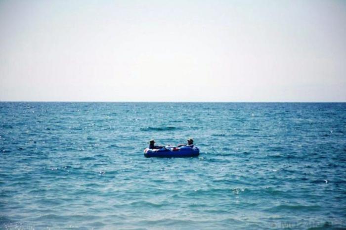 Люди, которых месяцами носило по морю (11 фото)