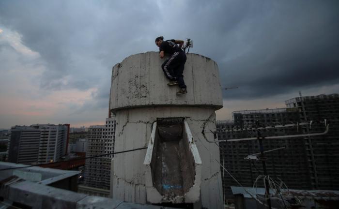 Отчаянные московские руферы готовы на многое ради хорошего фото (20 фото)
