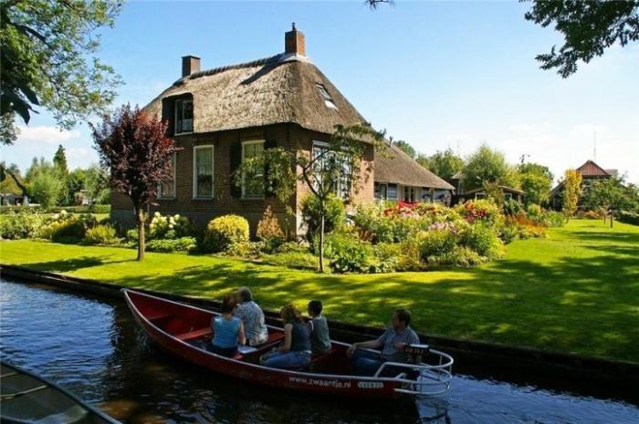 Голландская деревня Гитхорн — настоящий рай на Земле (10 фото)