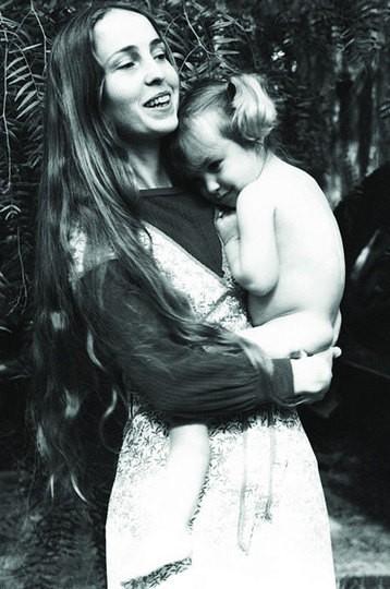 Звездные пары, в которых мужчины отказались признать отцовство (7 фото)