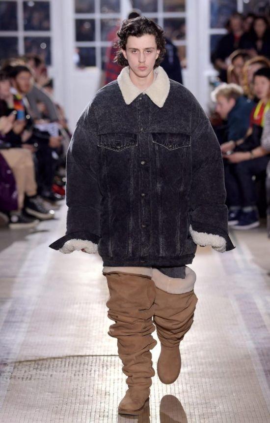 На Неделе моды в Париже представили угги-ботфорты (4 фото)