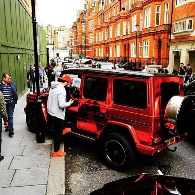 Беззаботная и богатая жизнь лондонской молодежи (24 фото)