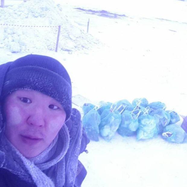 В Якутске волонтер собрал 14 мешков мусора на месте крещенских купаний (2 фото)