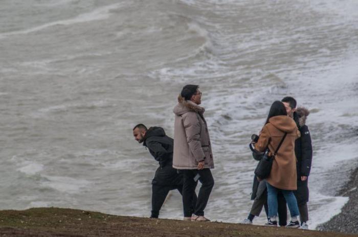 Туристы рискуют жизнью ради эффектного селфи (6 фото)