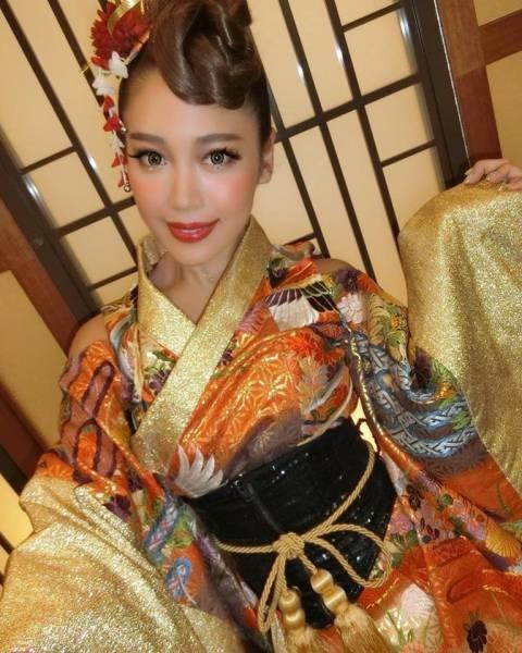 Девушки из японского танцевально-музыкального коллектива Cyberjapan Dancers (38 фото)