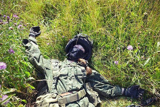 Елена Делигиоз - красивая косплеерша солдата (19 фото)