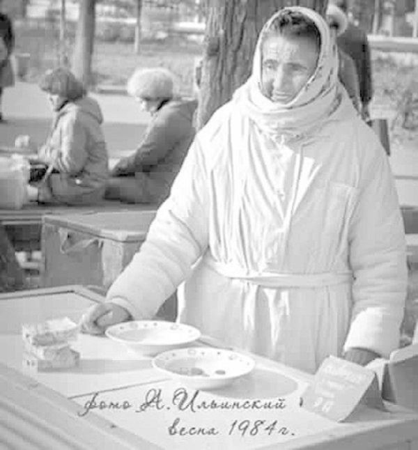 Продавщица мороженого, в честь которой установили памятник (11 фото)
