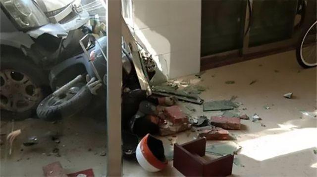 Китаец жестоко отомстил за убитую собаку (4 фото)