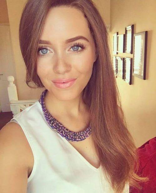 Молодая британка, стала жертвой мошенника (2 фото)