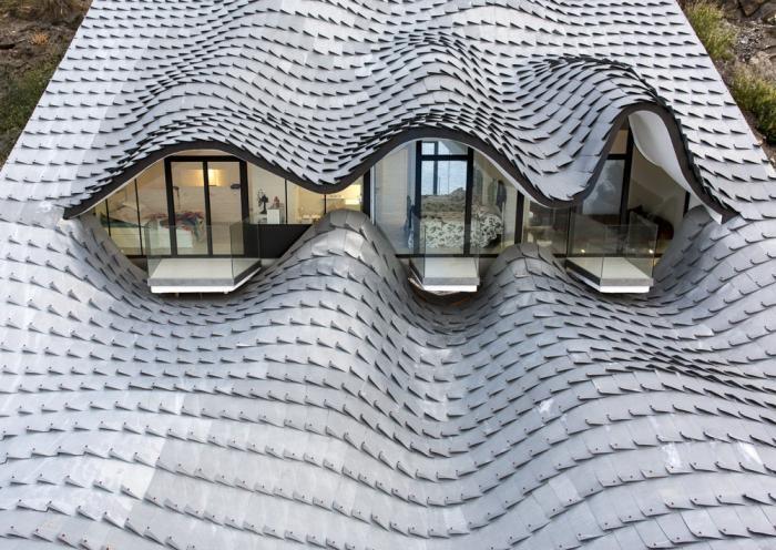 Оригинальный особняк в форме морской волны (16 фото)