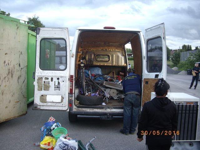Как в Германии избавляются от старого хлама (9 фото)