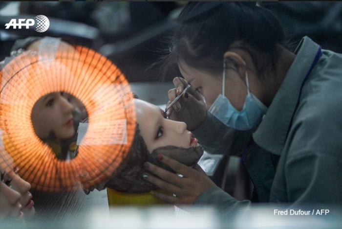 В Китае создали секс-роботов, которые умеют мыть посуду (4 фото)