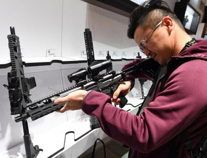 Экскурсия по крупнейшей в мире выставке огнестрельного оружия (15 фото)