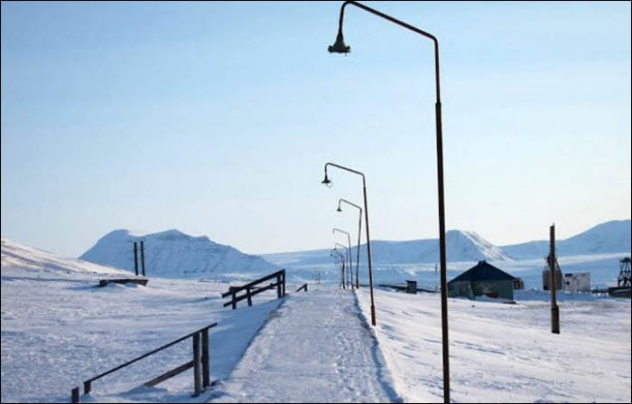 Прогулка по советскому городу в Норвегии (18 фото)