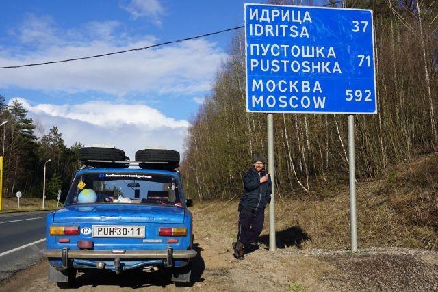 """Чехи совершили кругосветное путешествие на старой """"Копейке"""" ВАЗ-2101 (9 фото)"""