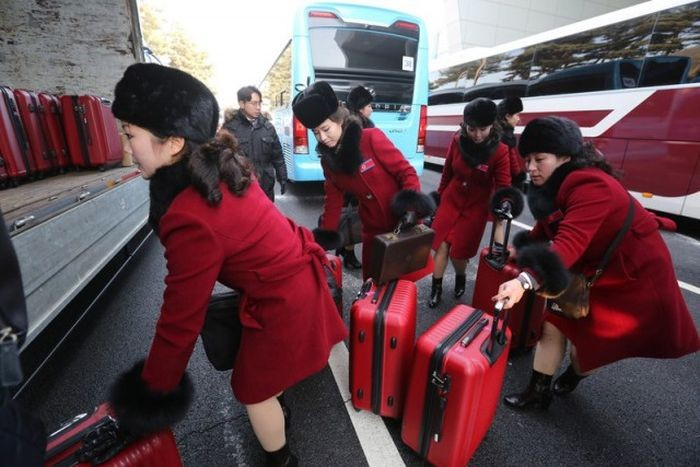 Северокорейские болельщицы на Олимпиаде в Пхёнчхане (7 фото)
