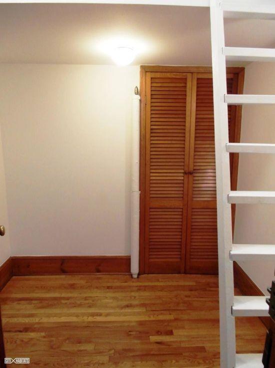 В Нью-Йорке в аренду сдают квартиру площадью 6,3 квадратных метра (5 фото)