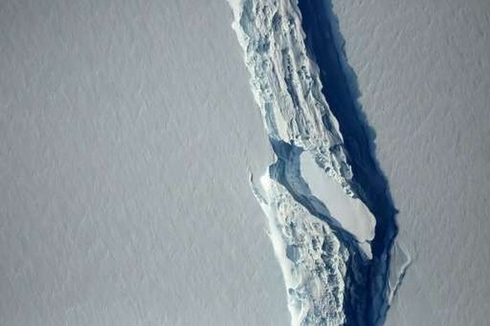 От ледника в Антарктиде откололось 5800 квадратных километров льда (5 фото)