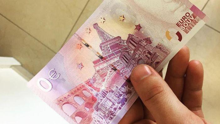 В Германии появились банкноты номиналом в 0 евро (3 фото)