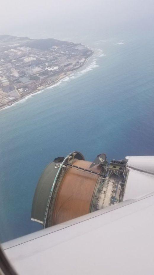 Самолет с поломкой перелетел океан (4 фото)