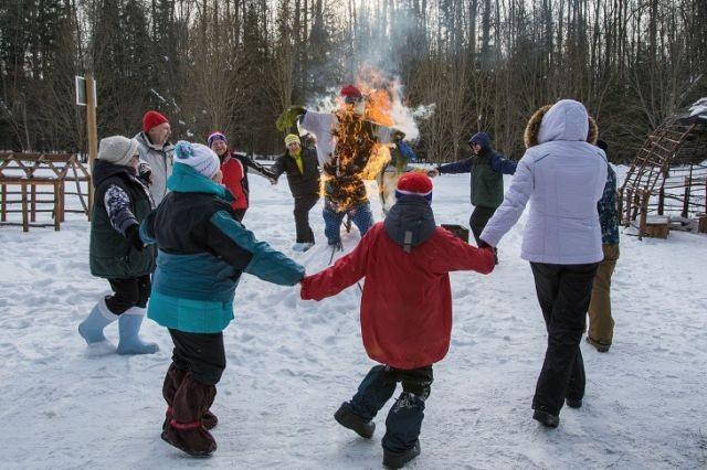 Жители Перми сожгли чучело Родченкова (3 фото)