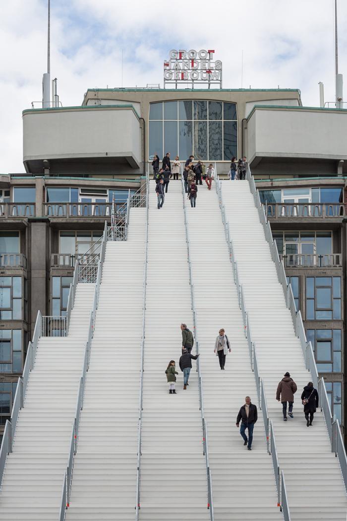 Гигантская лестница на вокзале в Роттердаме (7 фото)