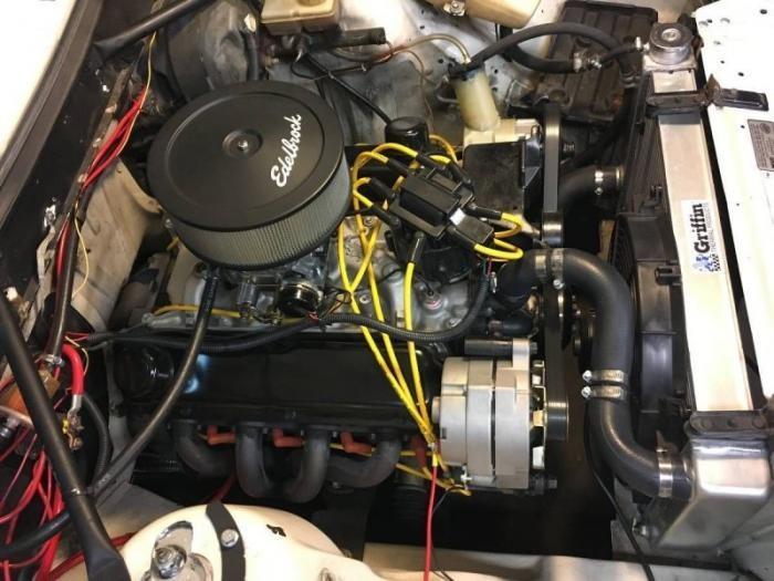 Гоночный Volvo 240 с двигателем V8 от Ford Mustang (16 фото)
