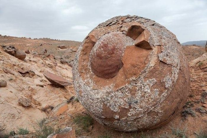 Долина шаров – загадочное место в Казахстане (6 фото)