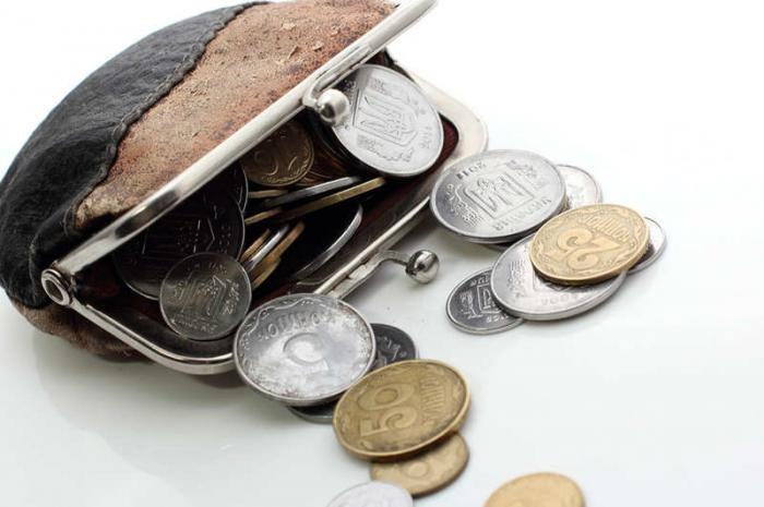 Нестандартное применение содержимого дамских сумочек (4 фото)