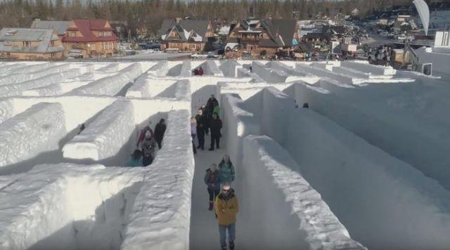 В Закопане появился снежный лабиринт (3 фото)