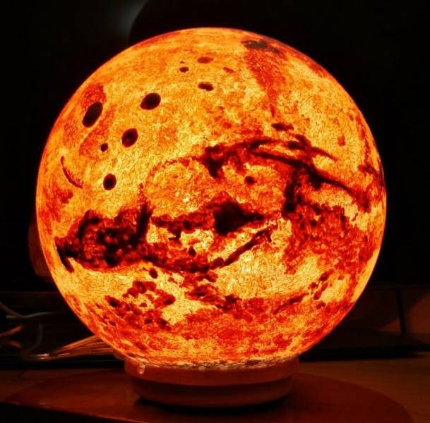 Декоратор-астрофизик создает светильники в форме планет (11 фото)