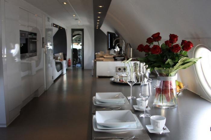 Эксклюзивный отель в корпусе самолета ИЛ-18 (15 фото)